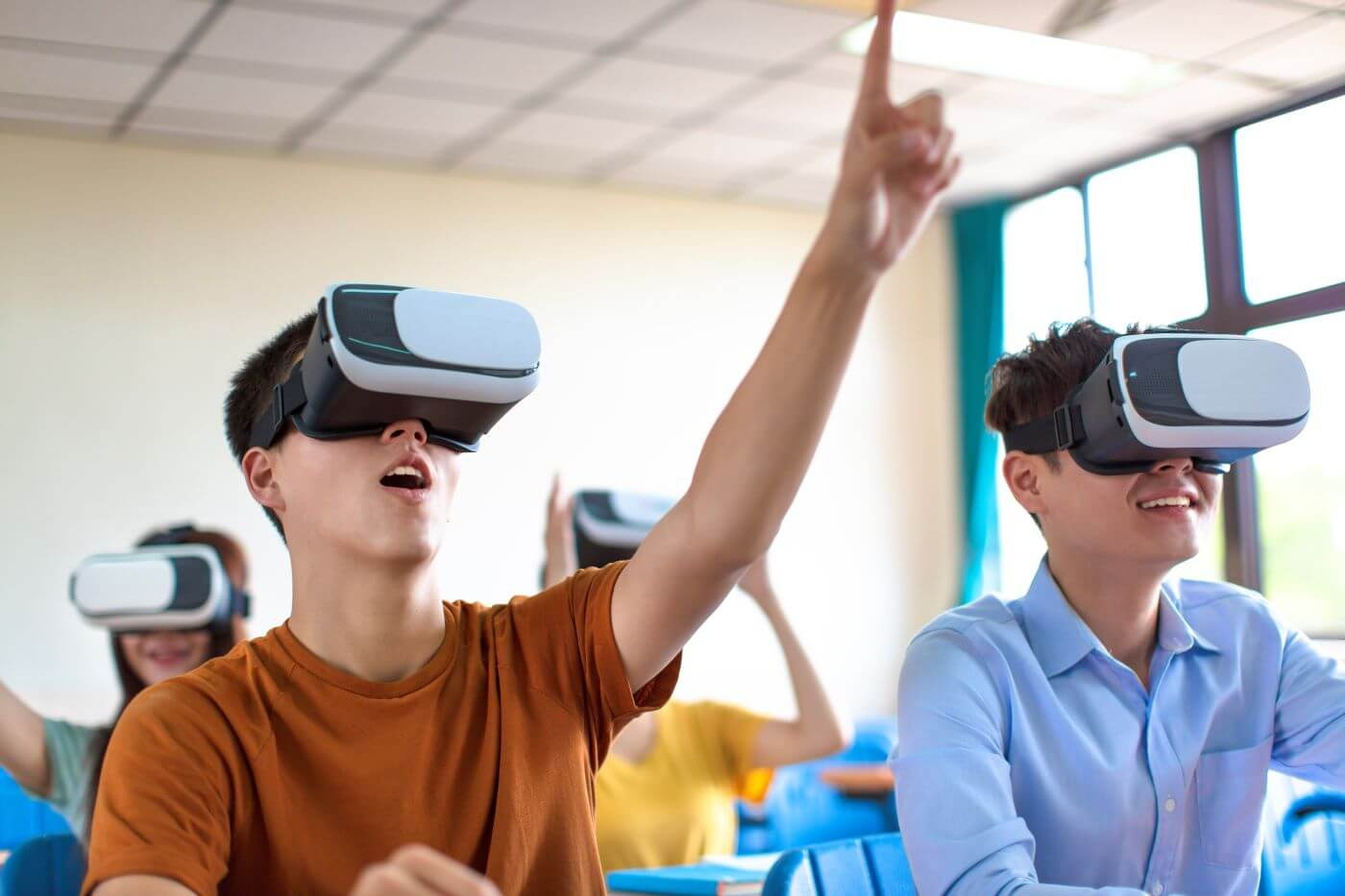 4-Inventive-Examples-of-Virtual-Reality-in-Education.jpg